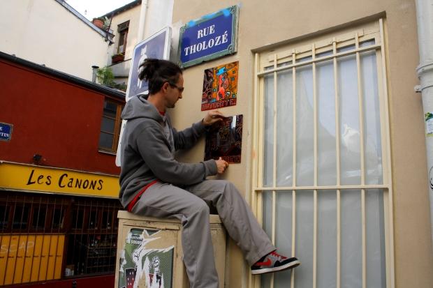 sticking autorité diversité ( rue tholozé)